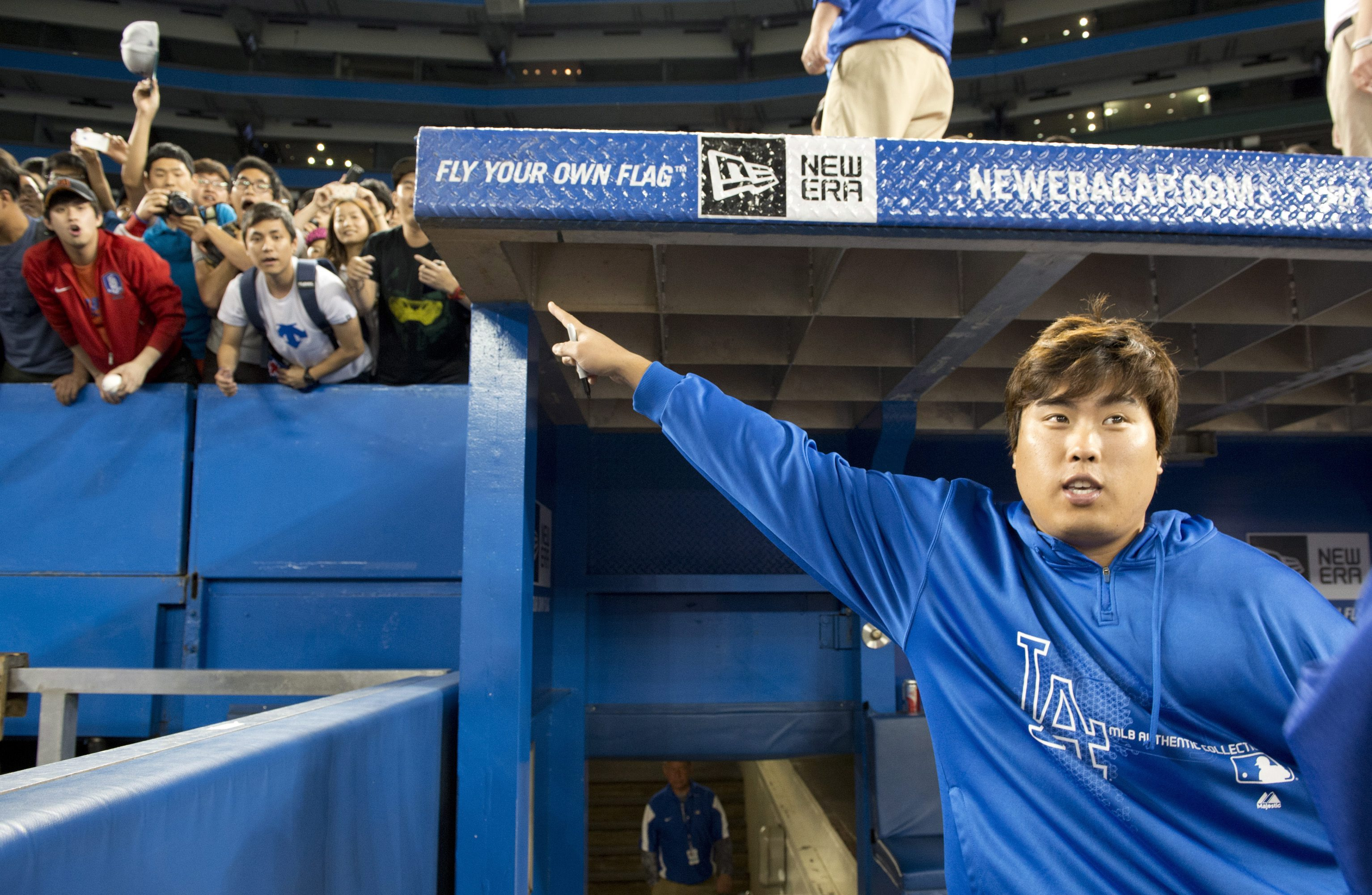 Dodgers' pitcher Ryu Hyun-jin will have his pen ready like he is holding one in the picture. (AP)