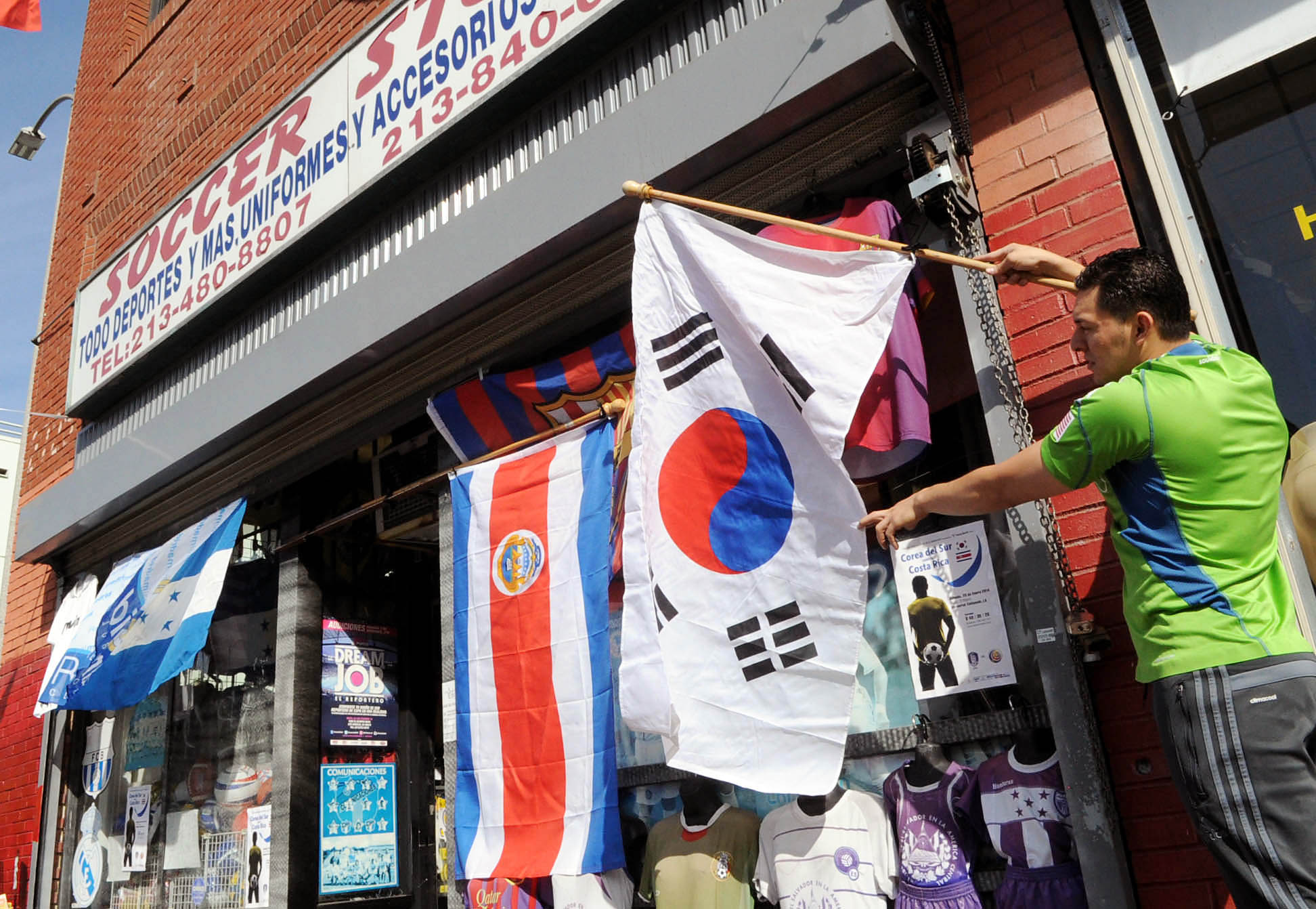 Korea vs. Costa Rica match in L.A. is getting a lot of interest from the Hispanic community also as both nations' flags are hanging outside of one local soccer shop. (Park Sang-hyuk)