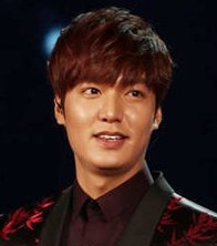 "Actor Lee Min-ho poses after performing at CCTV's Spring Festival Gala in this Jan. 30 file photo. He was the first Korean entertainer to make an appearance in the popular holiday program. In the wake of ""The Heirs,"" Lee has been zigzagging across major cities in China to meet with his fans.  (Korea Times file)"