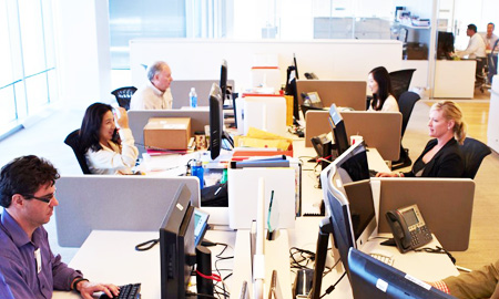 Hyundai Capital America employees work at an operation center in Dallas, Texas in this file photo. (Courtesy of Hyundai Capital Services)