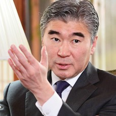 U.S. Ambassador to Korea Sung Kim speaks during an interview with The Korea Times at his residence, Habib House, in downtown Seoul. (Korea Times file)