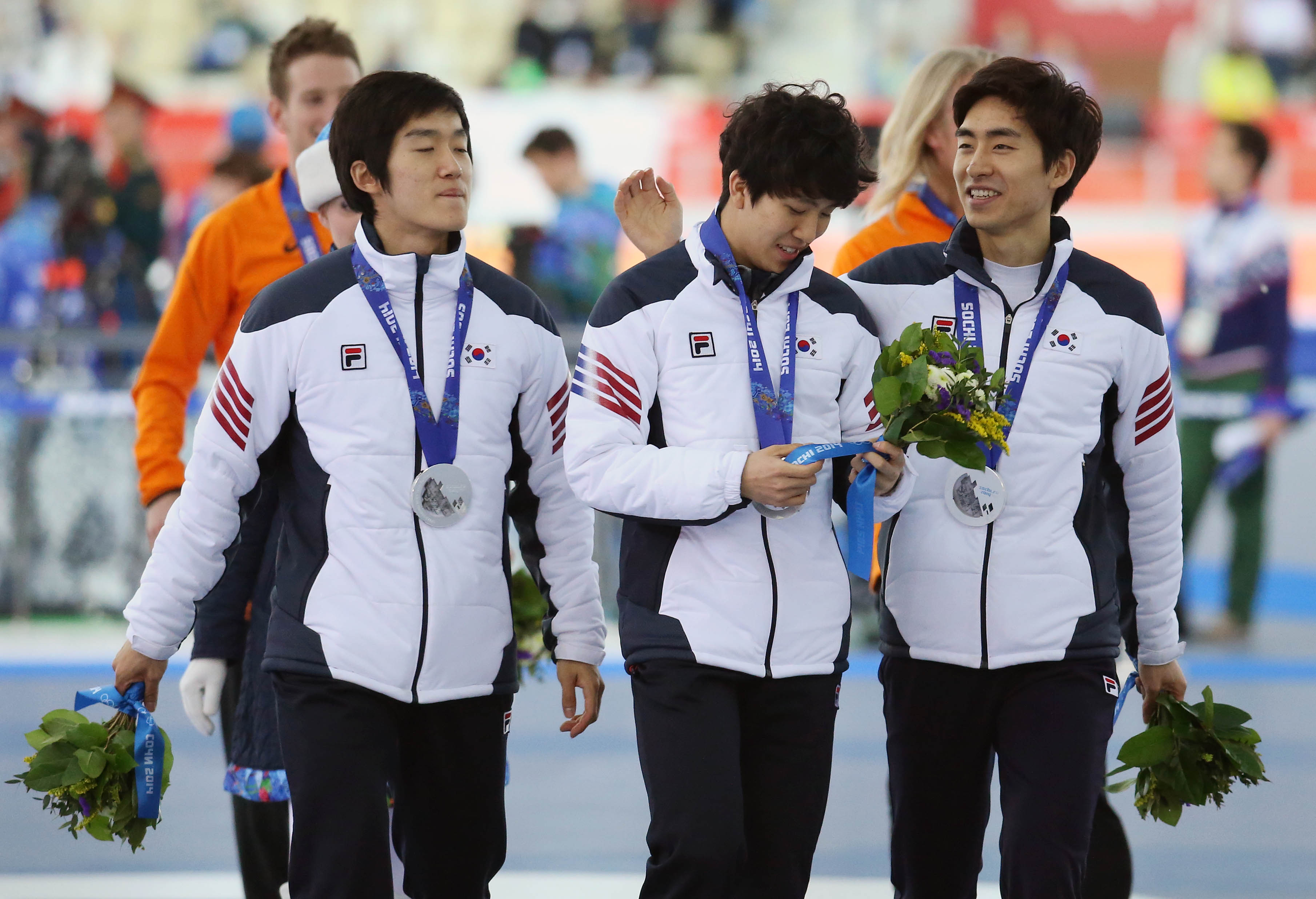 Lee Seung-hoon, from right,  Kim Cheol-min and Joo Hyong-jun smile after getting their silver medals. (Yonhap)