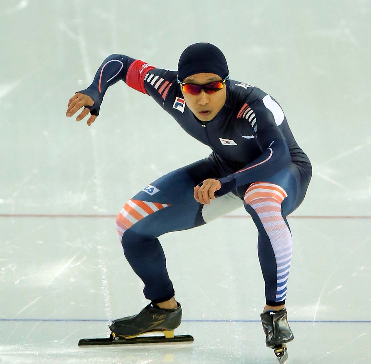 Six-time Olympian Lee Kyou-hyuk started out well in 1,000 meter race, but could not maintain that pace. (Yonhap)