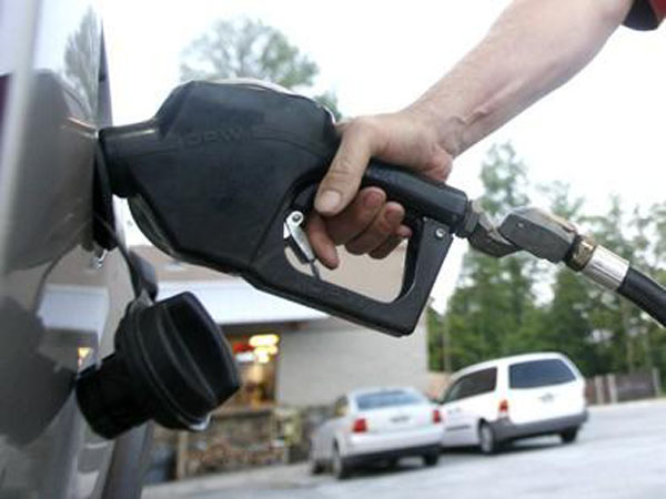 The average price for gas is at its lowest price in almost four years. (Korea Times file)