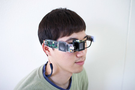 KAIST has developed a new wearable computer, K-Glass, which is 30 times faster than Google Glass. (Courtesy of KAIST)