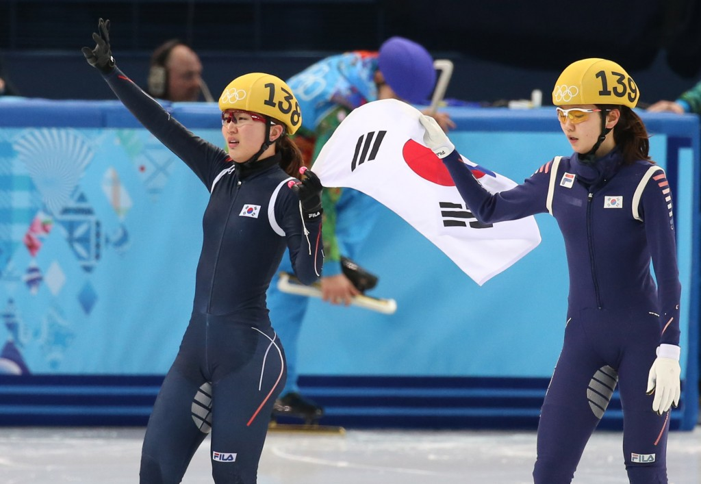 Park Seung-hi, left, and Shim Suk-hee are celebrating their first and third finish. (Yonhap)