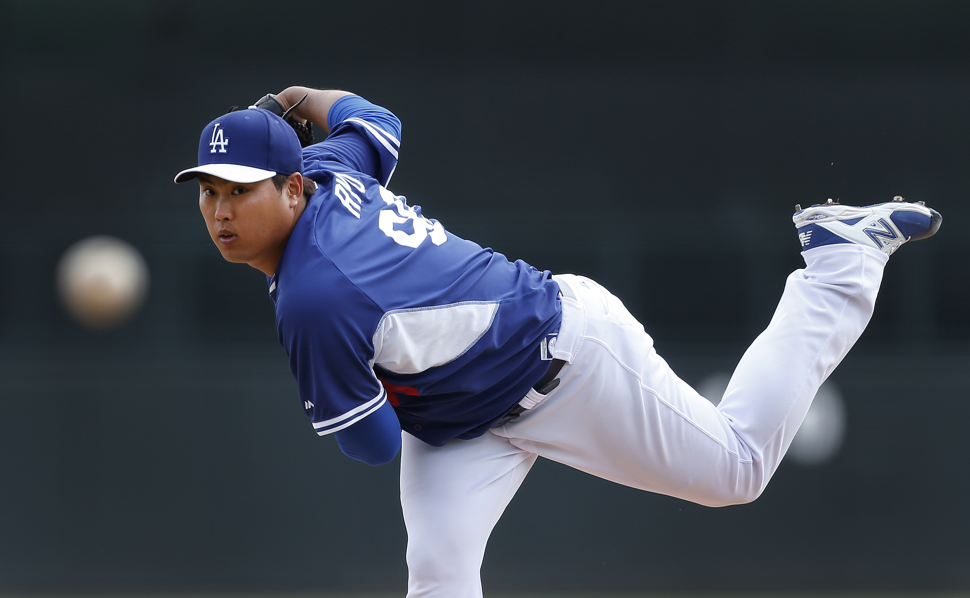 Los Angeles Dodgers pitcher Ryu Hyun-Jin, of South Korea, throws to a Chicago White Sox batter in the first inning of an exhibition baseball game in Glendale, Ariz., Friday, Feb. 28, 2014. (AP Photo/Paul Sancya)