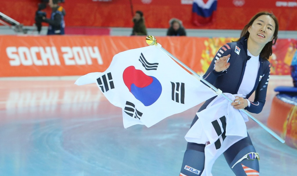 Lee Sang-hwa successfully defended her Olympic title. (Yonhap)
