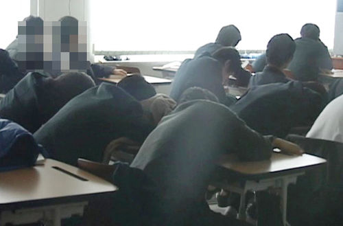 Korean students are not getting enough sleep. (Yonhap)