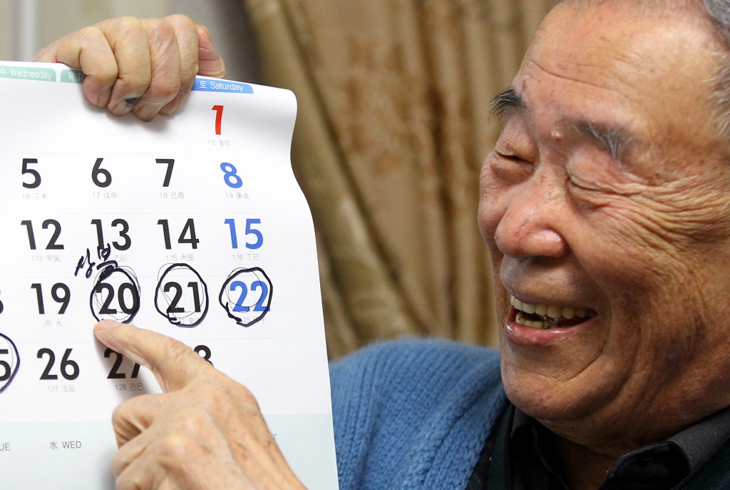 Mr. Kim Myung-do, now 90-years old, cannot wait to see his sister again. (Newsis)