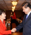 President Park Geun-hye shakes hands with Chinese President Xi Jinping after a summit at The Hague. (Yonhap)