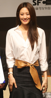 """Korean actress Soo Hyun, who will play a role in """"Avengers: Age of Ultron,"""" arrives at a news conference announcing the deal between the Seoul Metropolitan Government and Marvel Studios for filming part of the movie in the capital earlier this month. The movie will be released sometime next year.  (Korea Times)"""
