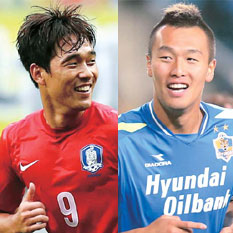 Park Chu-young, left, and Kim Shin-wook will get plenty of looks on Wednesday's friendly against Greece. (Yonhap)