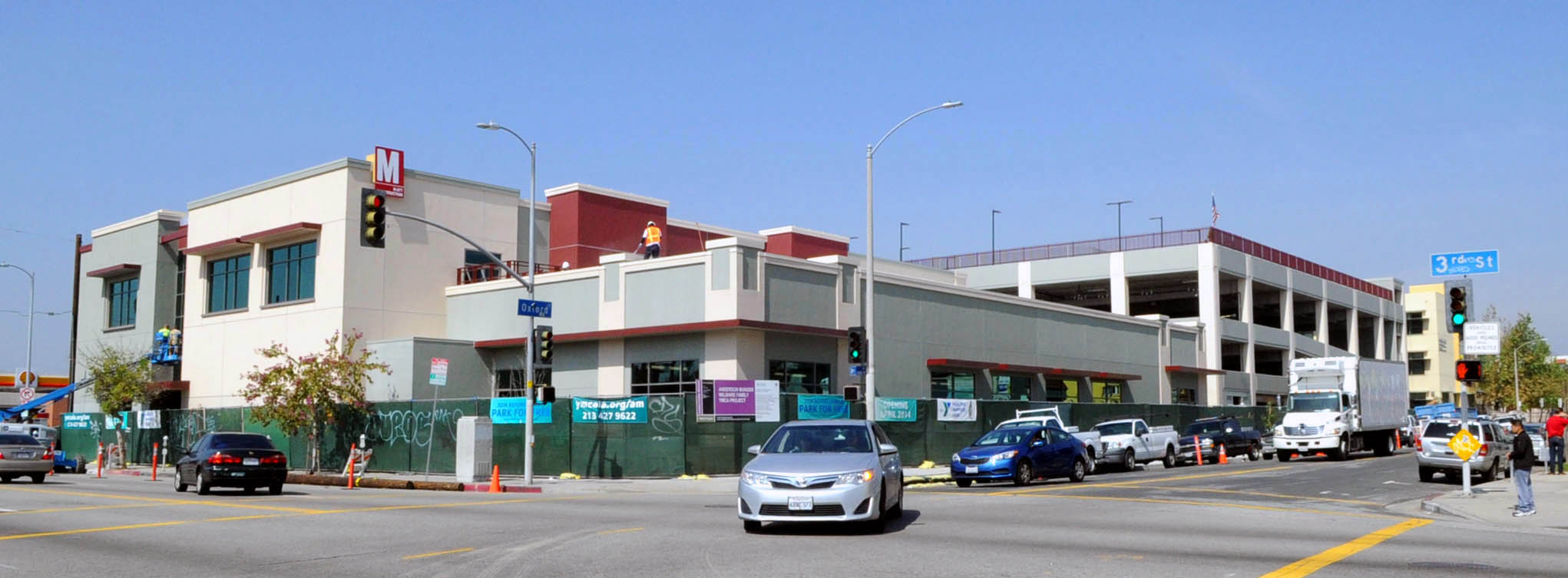 The new YMCA in Koreatown sits on 3rd Street and Oxford Avenue. (Park Sang-hyuk)