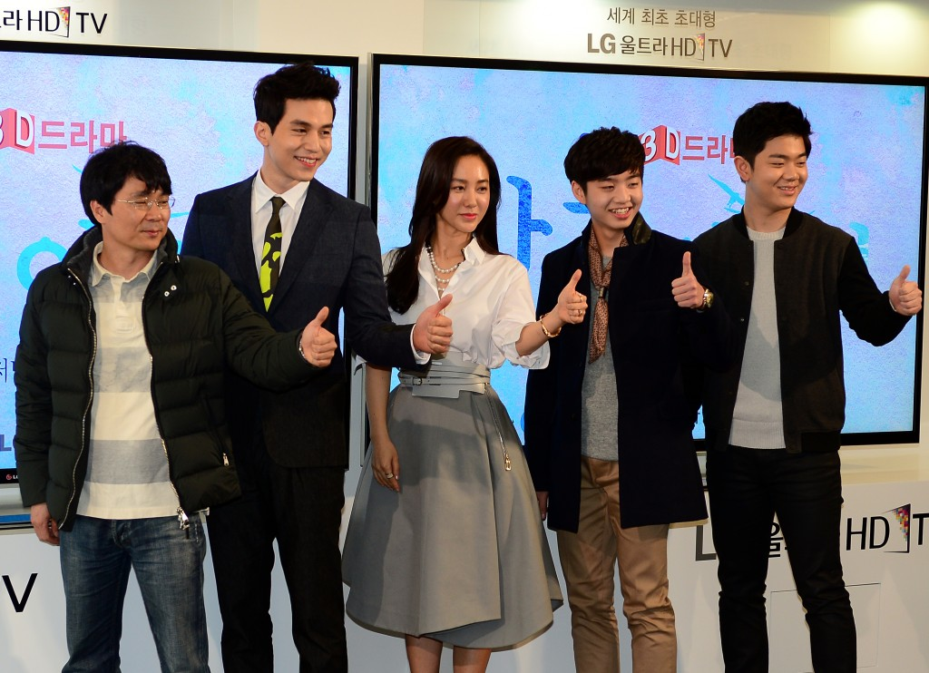 The drama will star, from second from right,  Lee Dong-wook second from left, Park Joo-mi and Shin Dong-woo and follow the story of a former gangster who falls in love with the sister of his deceased friend.  (Newsis)