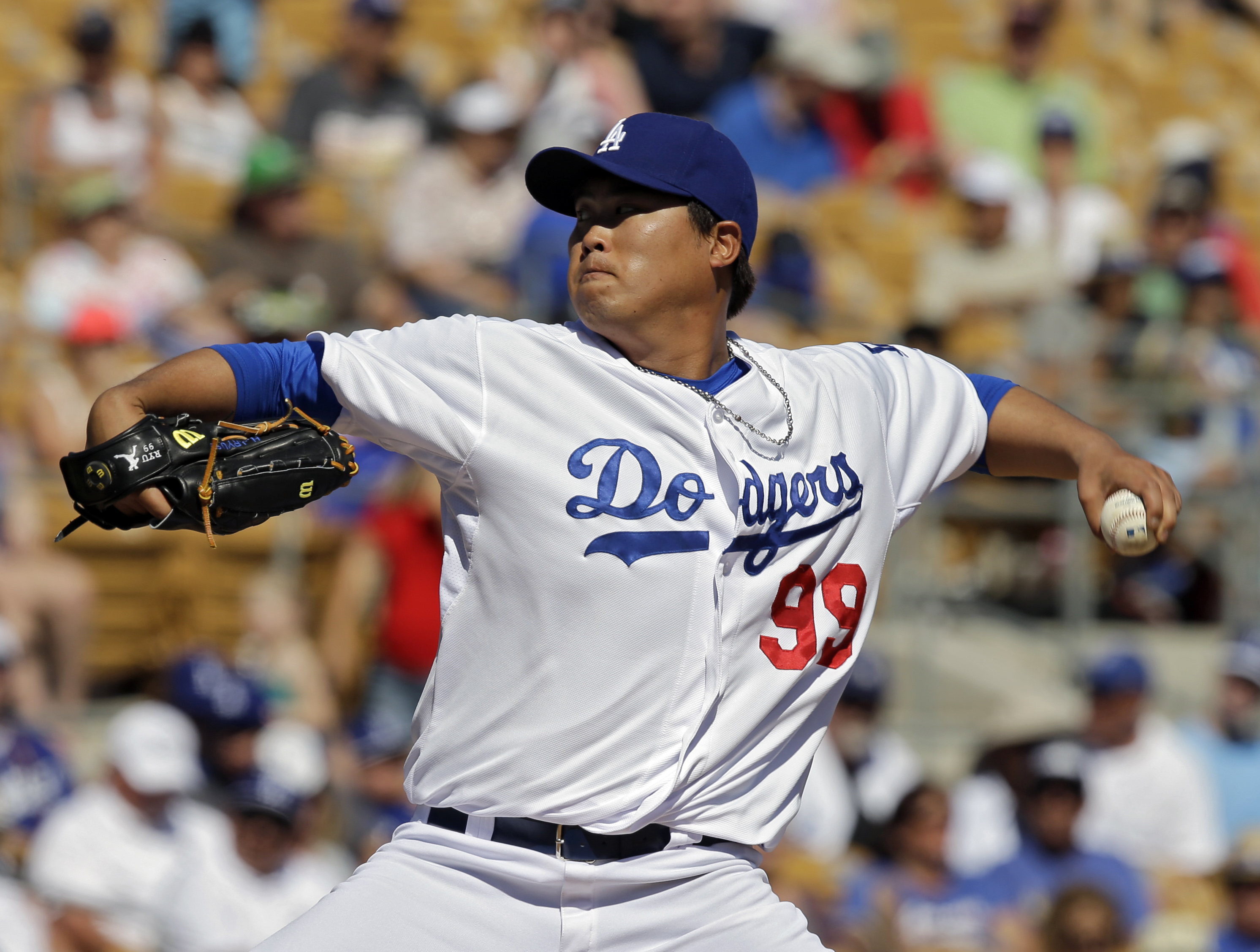 Los Angeles Dodgers starting pitcher Ryu Hyun-Jin, from South Korea, delivers against the Oakland Athletics in the fifth inning of a spring exhibition baseball game, Monday, March 10, 2014, in Glendale, Ariz. (AP Photo/Mark Duncan)