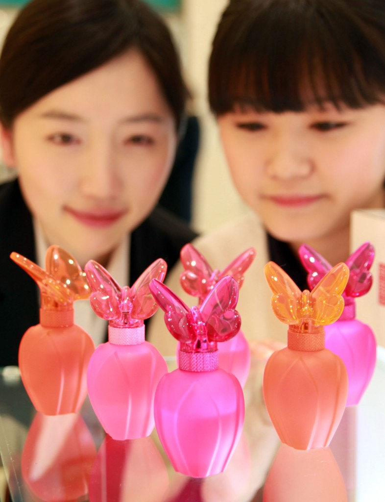 Koreans have their eyes on Elizabeth Arden cosmetics. (Newsis)