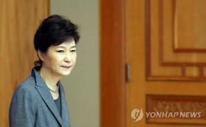 South Korean President Park Geun-hye enters the conference room Monday. / Yonhap