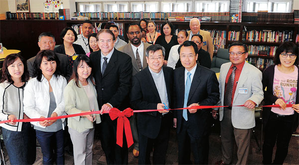 "YNOT at the opening ceremony of its fifth ""Library of Love"" at Dorothy Kirby Center on Thursday. (The Korea Times/Park Sang-hyuk)"
