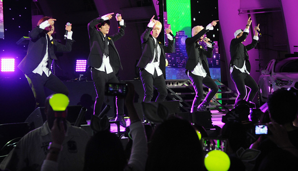 From left to right: CNU, Gong-chan, San-deul, Jin-young, Baro (Park Sang-hyuk, The Korea Times)