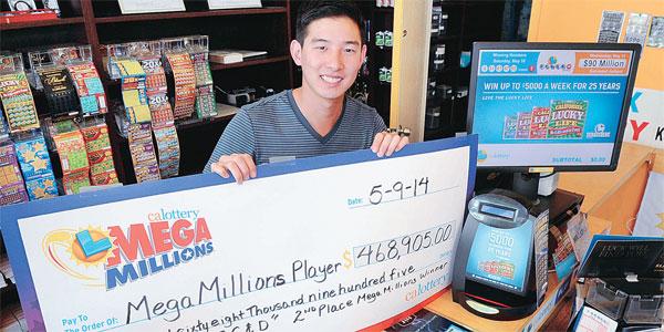 Sean Cho of C&D holds up the winning check. (Park Sang-hyuk, The Korea Times)