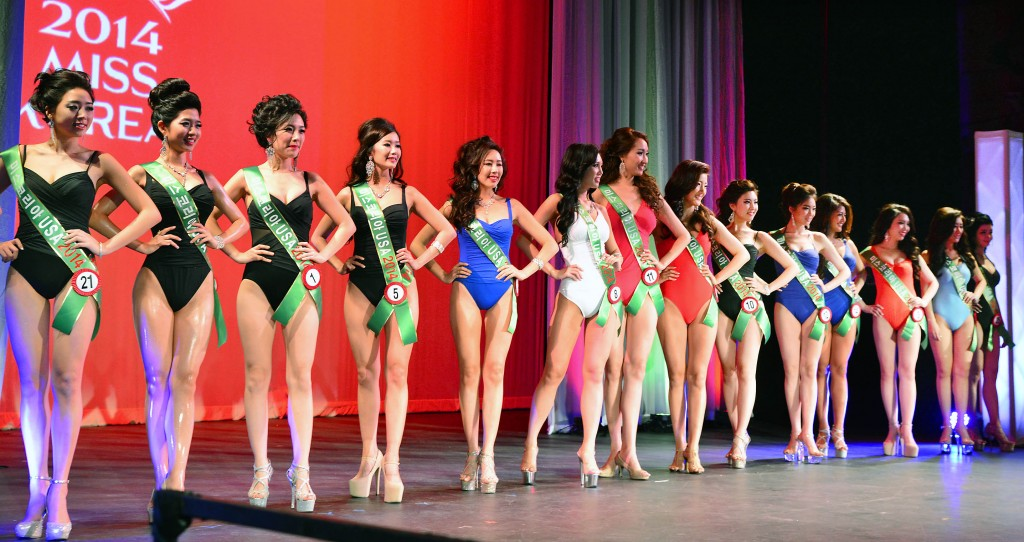 The swimsuit competition is always a crowd favorite.  (Park Sang-hyuk)