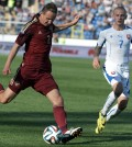 Russia's Aleksei Kozlov, center, and Slovakia's Vladimir Weiss, right, during a friendly soccer match between Russia and Slovakia in St. Petersburg, Russia, Monday, May 26, 2014. Russia won 1-0. (AP)