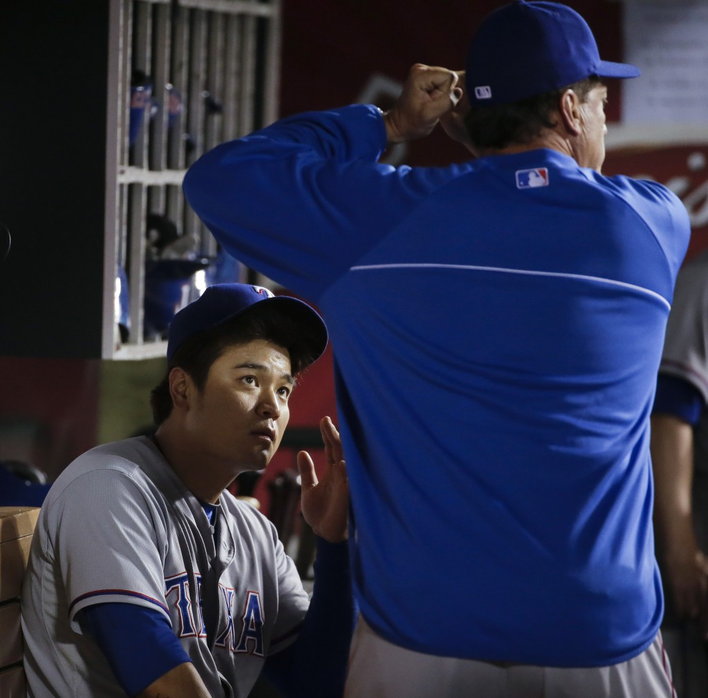 Choo Shin-soo is seen here listening to Rangers' batting coach Dave Magadan. (AP)