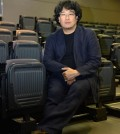 "Director Bong Joon-ho inside the Korean Cultural Center Los Angeles for the ""Snowpiercer"" press conference. (Kim Young-jae / The Korea Times)"