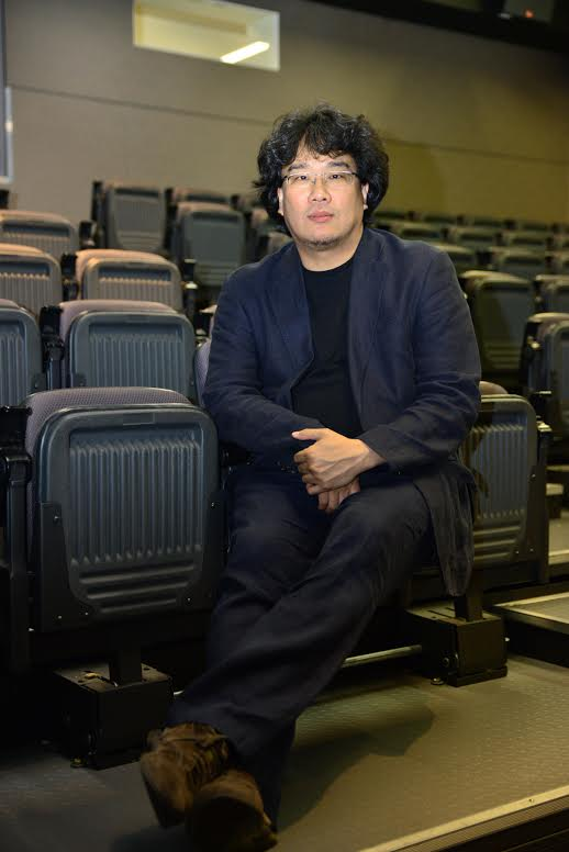 """Director Bong Joon-ho inside the Korean Cultural Center Los Angeles for the """"Snowpiercer"""" press conference. (Kim Young-jae / The Korea Times)"""