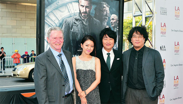 """Snowpiercer"" screenwriter Kelly Masterson, left, stands with Go Ah-sung, Song Kang-ho and Director Bong Joon-ho at the opening of the L.A. Film Festival. (Kim Young-jae / The Korea Times)"