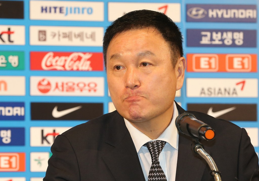 Huh Jung-moo, vice president of the Korea Football Association (KFA), fields a question during a press conference in Seoul on July 3, 2014. Huh announced the KFA rejected an earlier resignation offer by Hong Myung-bo, head coach of the men's national team, in light of South Korea's winless World Cup in Brazil. (Yonhap)