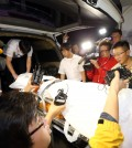 Police officers and medical staff move the body of Yoo Byung-eun, the de facto owner of the sunken ferry Sewol, into an ambulance at a funeral hall in Suncheon, South Jeolla Province, Tuesday. Yoo's body was moved to a forensic sciences center in Seoul for an investigation into how he died. (Yonhap)