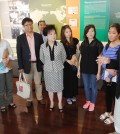 Ralph Ahn, right, discusses the independence movement with North Korean defectors and guides visiting from Korea. (Park Sang-hyuk/The Korea Times)