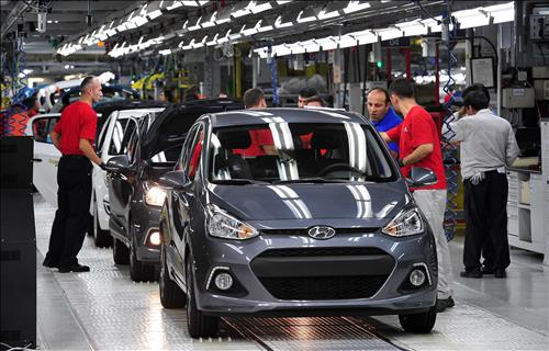 Hyundai Motor Co.'s Turkey production plant churning out i10 supermini vehicles. (Yonhap)
