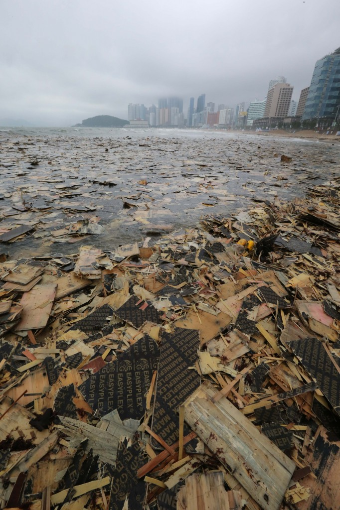 The waters off Busan's Haeundae Beach are covered with debris on Aug. 4, 2014, after heavy rain from Typhoon Nakri fell in southern South Korea over the weekend. Police are investigating the origin of the debris.  (Yonhap)