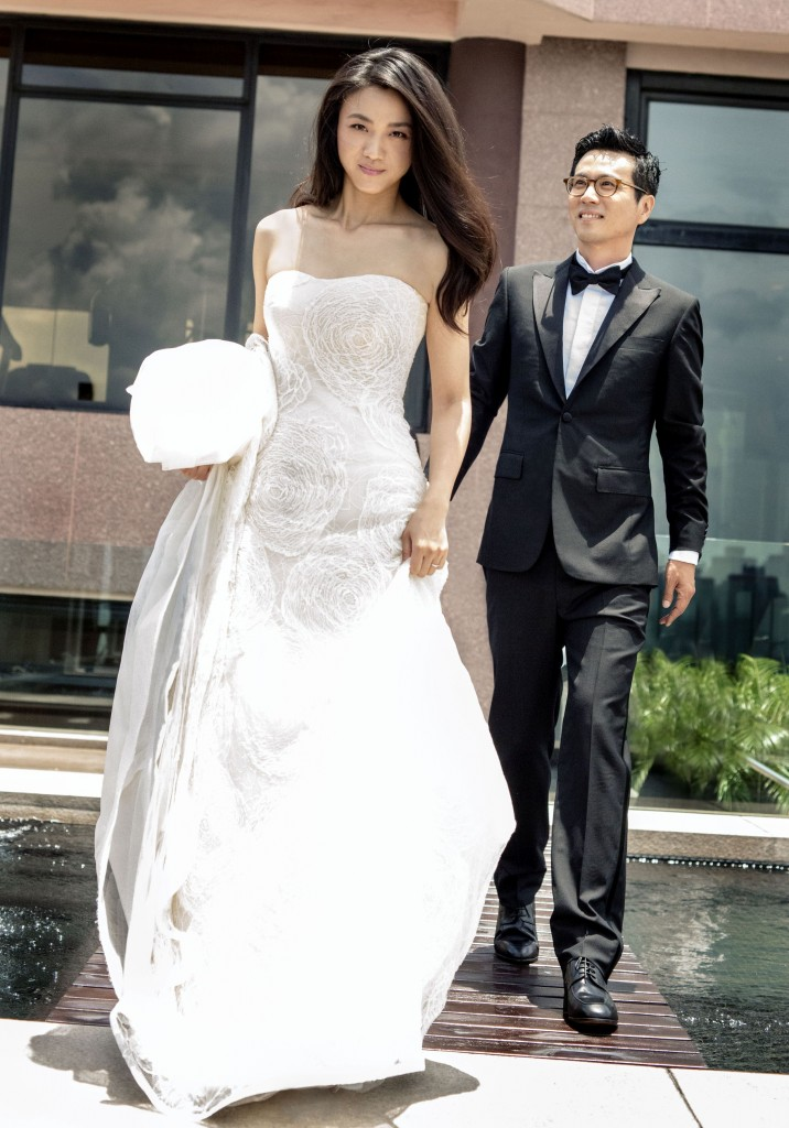 This photo released by Seoul's Bom Production on Aug. 19, 2014, shows Chinese Actress Tang Wei and South Korean movie director Kim Tae-yong formally tying the knot in a wedding ceremony attended only by their immediate families. (Photo courtesy of Bom Production /Yonhap)