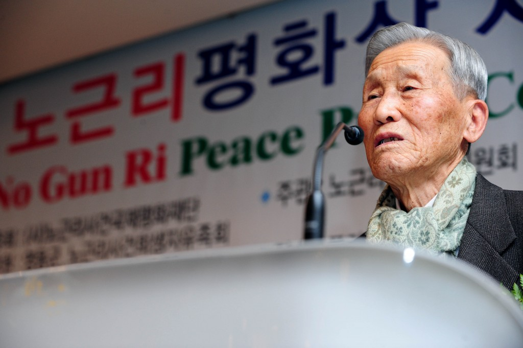 Chung Eun-yong, an ex-policeman whose half-century quest for justice for his two slain children led the U.S. Army in 2001 to acknowledge the Korean War refugee massacre at No Gun Ri, has passed away. (Newsis)