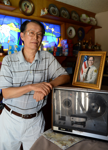 Lee Ki-yoon says a photo of his daughter and a tape recorder are his treasures. (Kim Young-jae/The Korea Times)