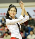 Some sports fans in South Korea think just watching cheerleader Park Ki-ryang is worth the price of admission. (Newsis)