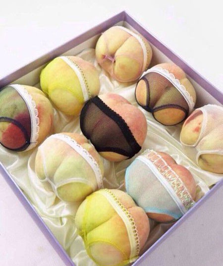 "These peaches were sold as gifts for Qixi festival on August 2, which is known as the ""Chinese Valentine's Day."""