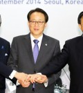 Deputy foreign ministers of South Korea, China and Japan join hands before they have a trilateral meeting at the Hotel Shilla in Seoul Thursday. From left are Shinsuke Sugiyama from Japan; Lee Kyung-soo from South Korea and Liu Zhenmin from China. (Yonhap)