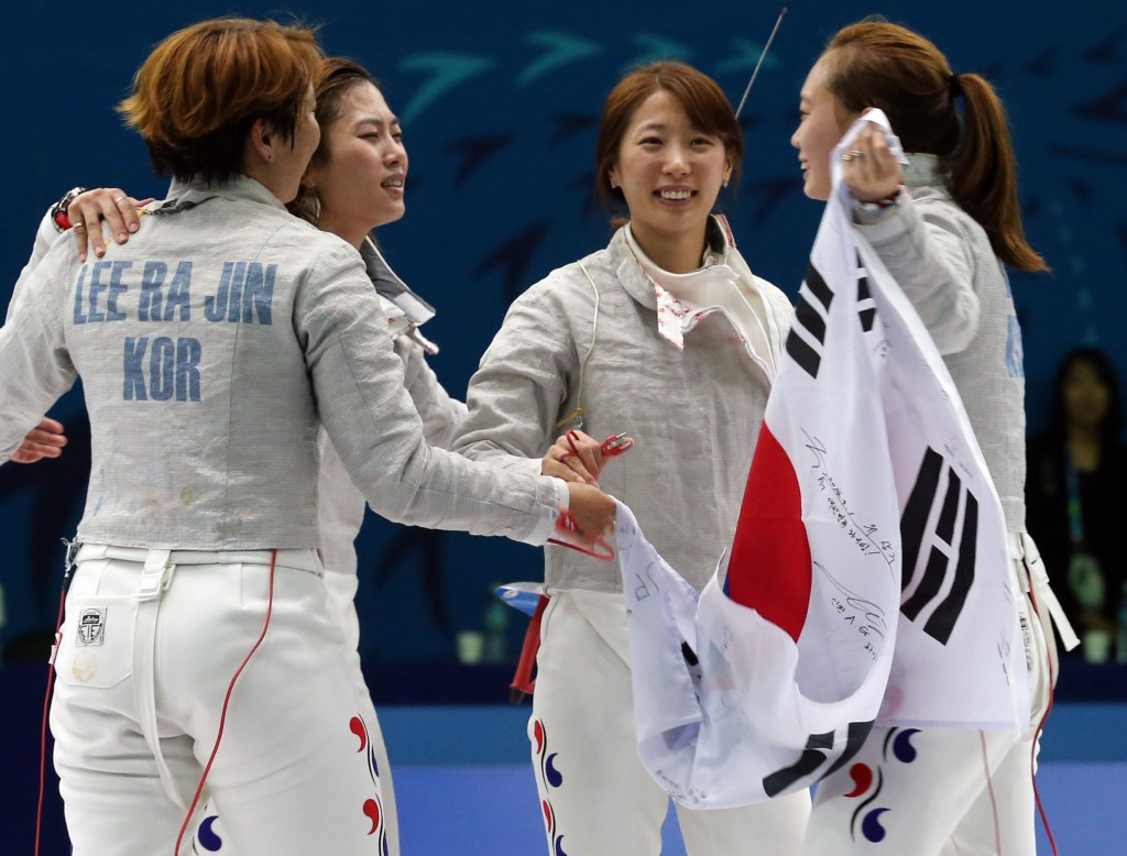 South Korean female fencers celebrate after winning gold medeal. (Yonhap)