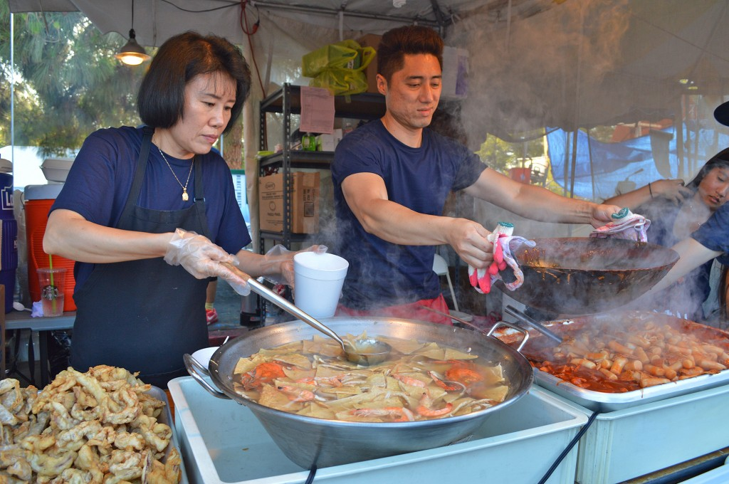 Food vendors at the 41st Los Angeles Korean Festival marketplace serve customers. (The Korea Times)