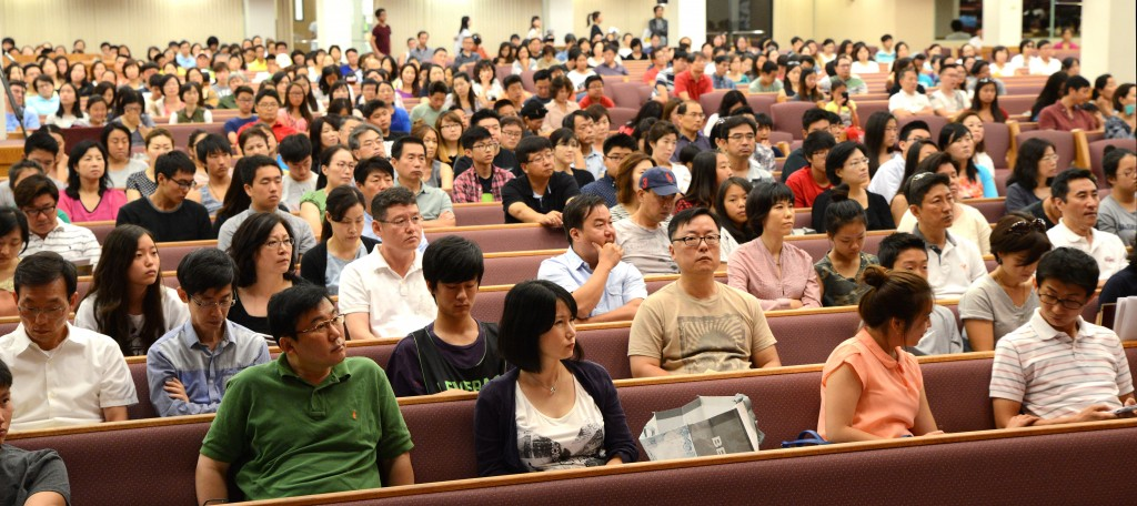 About 3,000 attend The Korea Times College Expo at Sa-rang Community Church in Anaheim Saturday. (Kim Young-jae/The Korea Times)