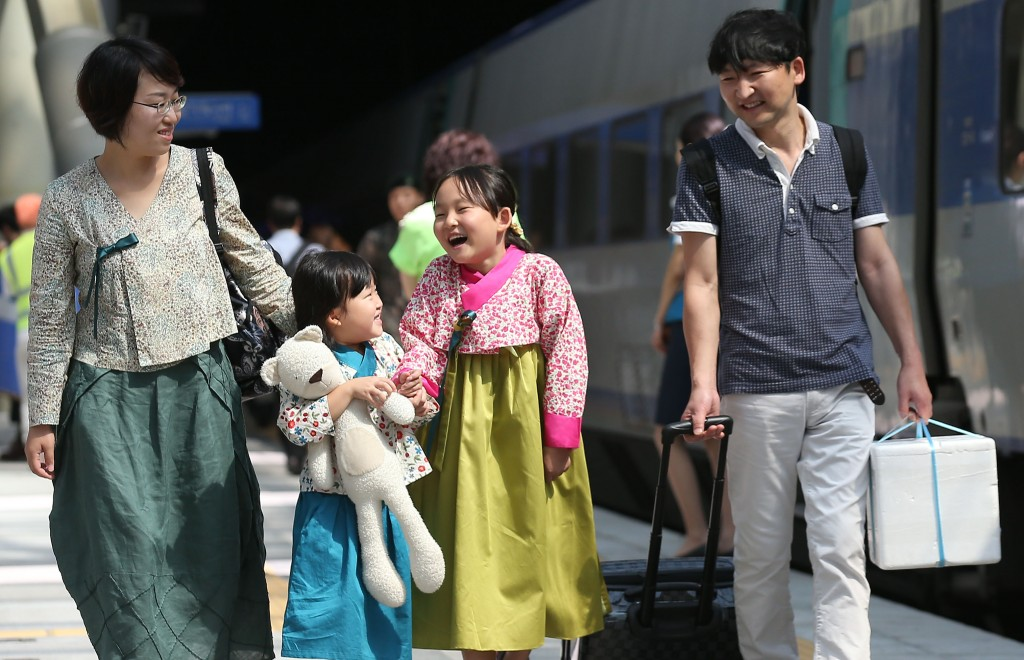 Along with Lunar New Year, Chuseok marks South Korea's longest holiday in which many South Koreans head to their hometowns for ancestral rituals and to spend time with their families. (Yonhap)