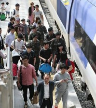 The annual exodus begins on Sept. 5, 2014 as many South Korans head home to spend five-day Chuseok holidays. (Yonhap)