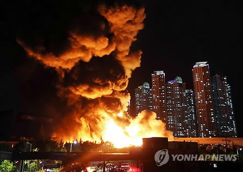 A fire broke out at a Daejeon fire plant in South Korea Tuesday. (Yonhap)