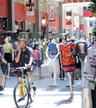 Los Angeles' jobber market located in the downtown fashion district (Korea Times file)