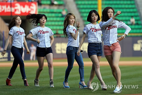 EunB, second from right, of Ladies' Code passed away in a car accident Wednesday. (Yonhap)